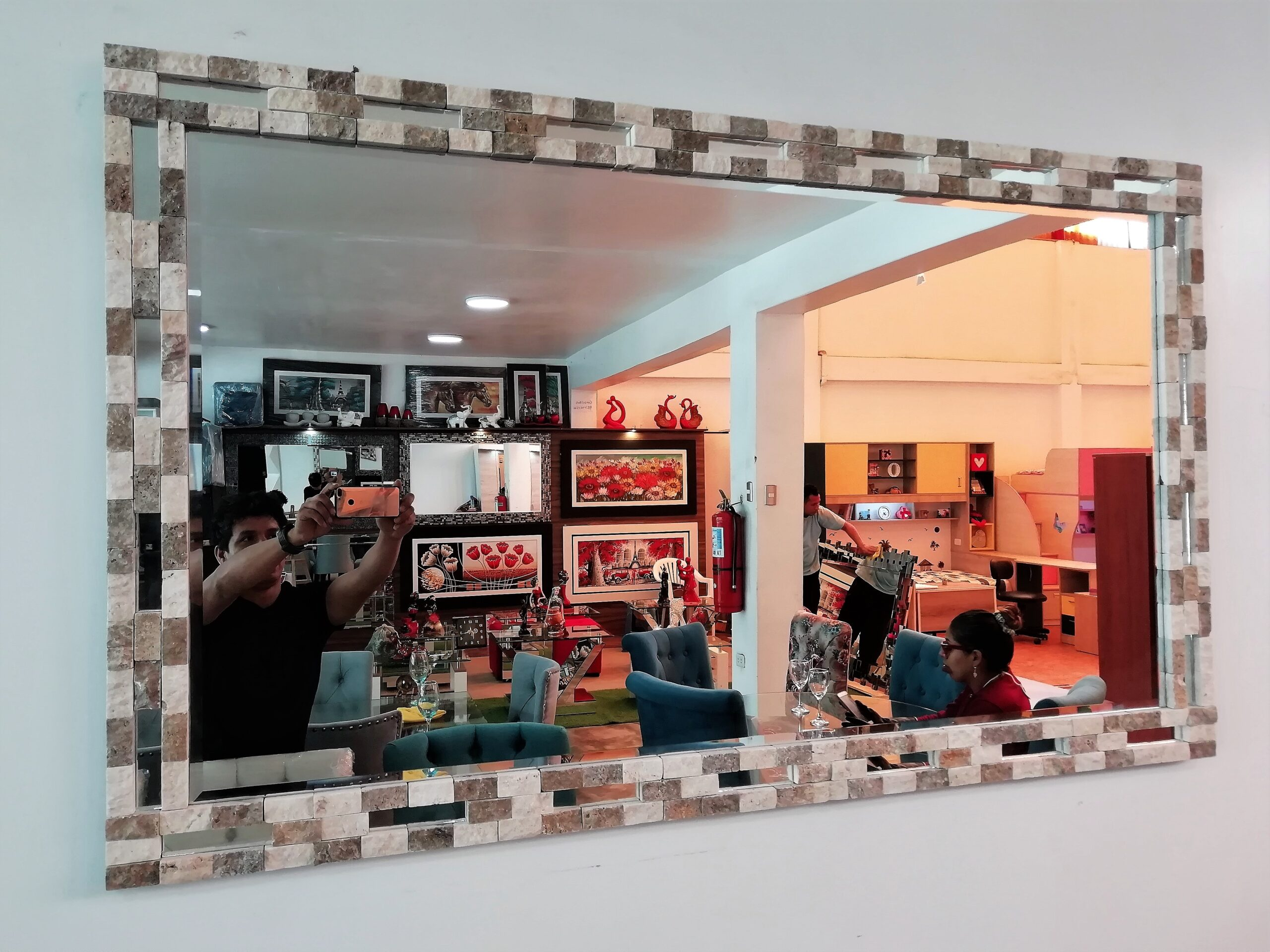 colocacion de espejos decorativos con marco mayolica