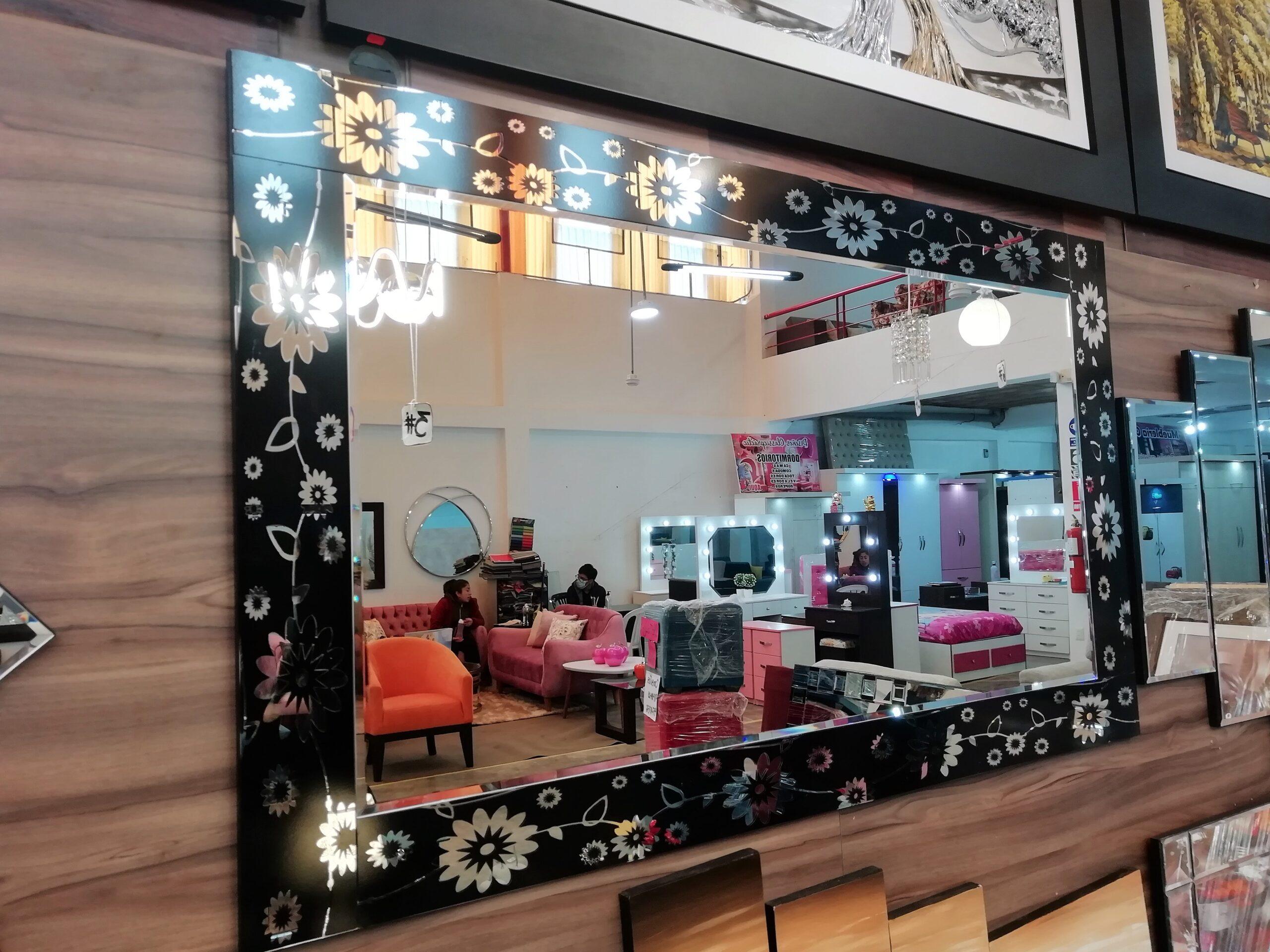 espejos decorativos con marco floreado